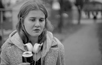 Bande-annonce : Un film d'ados en noir et blanc pour Sophie Lorain
