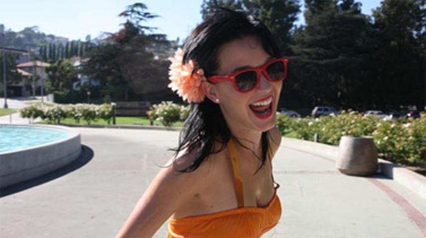 La chanteuse Katy Perry prêtera sa voix à la Schtroumpfette