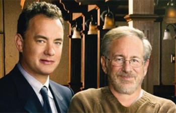 Steven Spielberg et Tom Hanks commencent le tournage d'un nouveau drame de guerre