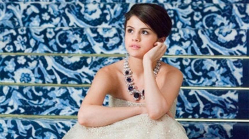 Selena Gomez acquiert les droits du roman The Sky Is Everywhere