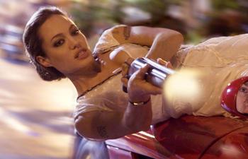 Angelina Jolie fait ses débuts derrière la caméra