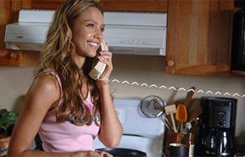 Jessica Alba dans le suspense surnaturel The Veil