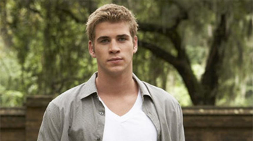 Liam Hemsworth en négociations pour The Raven