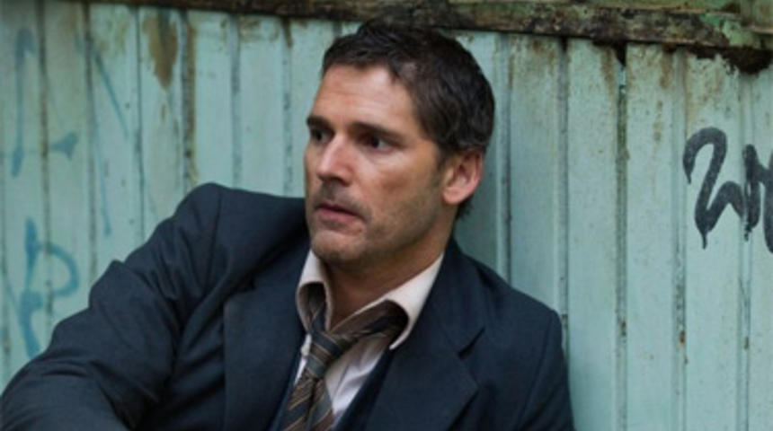 Eric Bana vole des diamants dans le film Brilliant